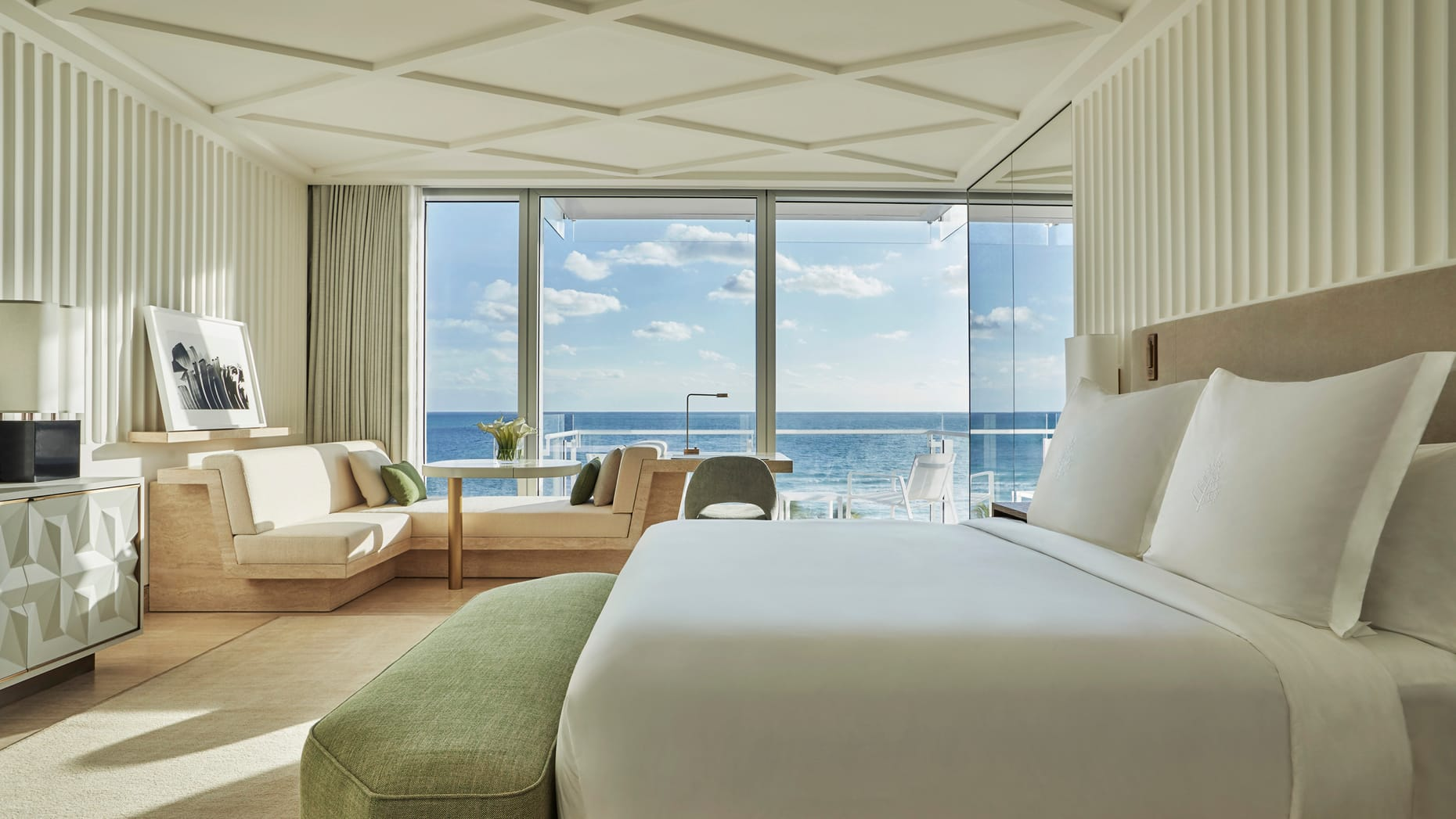four_seasons_surfside_beach_rooms_miami_beach